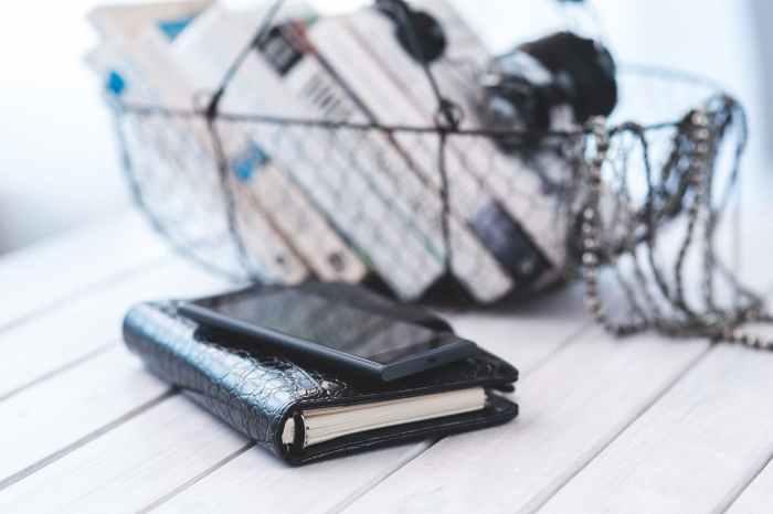 smartphone notebook technology calendar